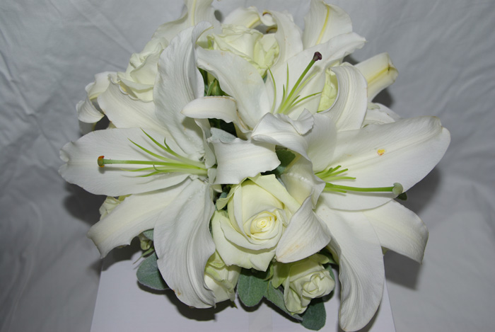 Bridal Bouquet With White Lilies And Roses: White flowers ...
